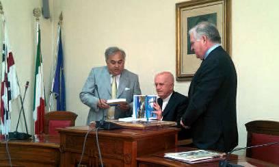 TRAGUARDI SOCIALI / n.48 Luglio / Agosto 2011 :: A Carloforte i 40 anni di sacerdozio di Mons. Rosso